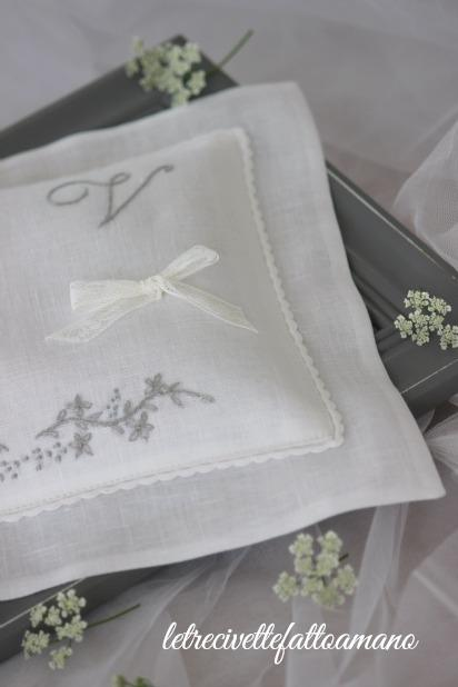 Wedding day : cuscino fedi in grigio