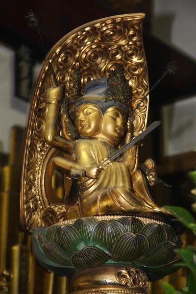 Un Bodhisattva in una sala da preghiera dello Eiheiji (Fukui). Foto di Elena Bianco