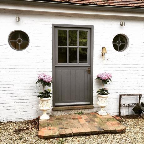 Lo splendido cottage di un antiquaria inglese paperblog for Arredatrice di interni