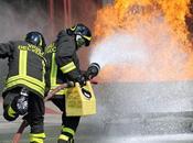 Ponticelli, esplode palazzo: cercano persone macerie