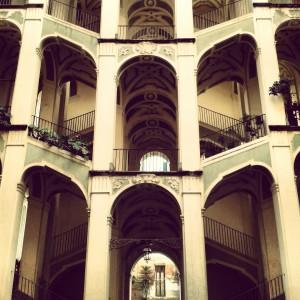 Alla scoperta dell anima di napoli viaggio nel rione for Palazzo in stile spagnolo