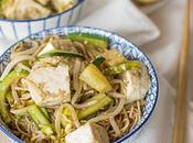 Noodles saltati tofu verdure