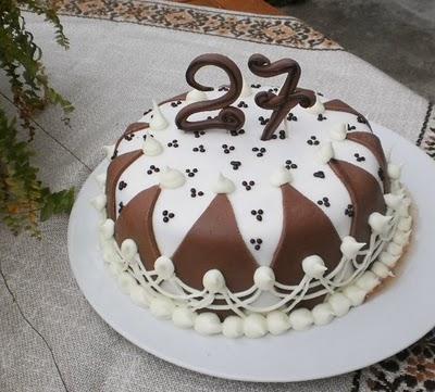 Torta per il compleanno di mary paperblog for Decorazioni torte 40 anni uomo
