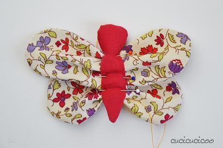 Tutorial come fare una farfalla di stoffa fai da te for Fermaporta fai da te in stoffa