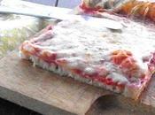 Un'insolita pizza margherita pesto scherzo particolare