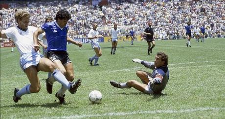 Maradona contro Pelè, a Parigi (e in diretta su Premium Sport HD) il match della pace