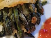 Asparagi crosta mimosa uovo salsa alle fragole