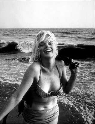 marilyn-monroe-beach-bikini-sea-holiday1