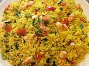 Insalata riso integrale aromatizzata allo zafferano curcuma gamberi zucchine zenzero