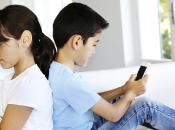 Quanto bene figlio passare tanto tempo davanti cellulari tablet?