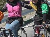 Mentre l'Italia accoglie Javad Larijani, Khamenei emette fatwa contro donne bicicletta!