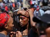 Sudafrica(Johannesburg) polizia contro universitari protesta caro-studi