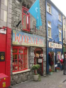 Tipici negozi in Quay Street a Galway