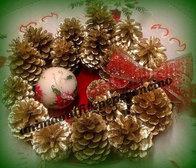 Diy centrotavola natalizio con pigne e candela paperblog - Centro tavola natalizio con pigne ...