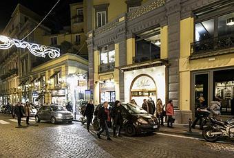 Sancta sanctorum 3 piani gourmet nel lusso di napoli for Piani di lusso personalizzati