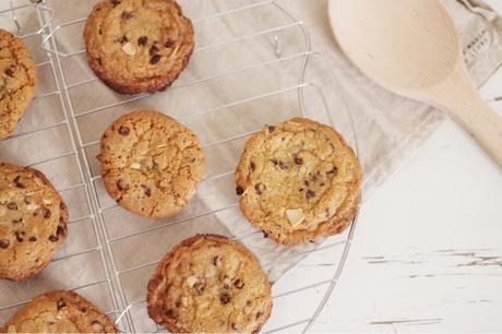 Cookies con gocce di cioccolato fondente e mandorle