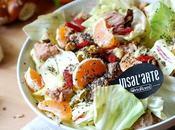 Insalata radicchio variegato Castelfranco, mandarini bacche goji Radicchio salad with berries tangerines