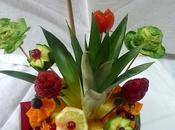 Scultura frutta: vaso fiori come centrotavola