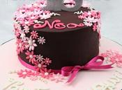 Torta compleanno, cioccolato fiorellini pasta zucchero