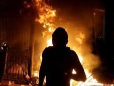 parlamento paraguaiano stato incendiato durante protesta