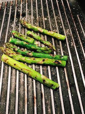 Gnocchi di robiola al tartufo con guanciale e asparagi grigliati per il Calendario del Cibo Italiano