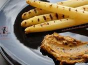 Asparagi bianchi grigliati maionese all'aglio nero