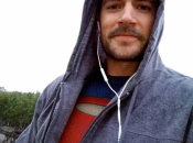 Henry Cavill celebra National Superhero vestito Superman. foto