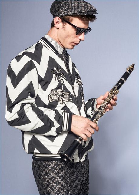Fare impressione in bianco e nero grafico, Clément Chabernaud indossa un look Dolce & Gabbana.