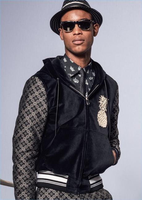 Una visione fresca, Conrad Bromfield indossa mode del club di ispirazione da Dolce & Gabbana.