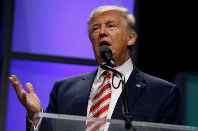 Trump è accusato di aver rivelato informazioni segrete alla Russia
