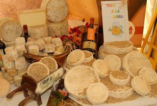 TORINO. La Mostra Regionale della toma di Lanzo e dei formaggi d'alpeggio ad Usseglio volano del turismo locale.