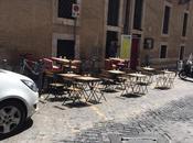 Tavolini invece posto disabili. altro caso assurdo centro storico
