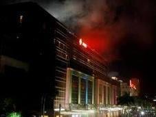 Almeno persone sono morte dopo uomo armato introdotto hotel nelle Filippine