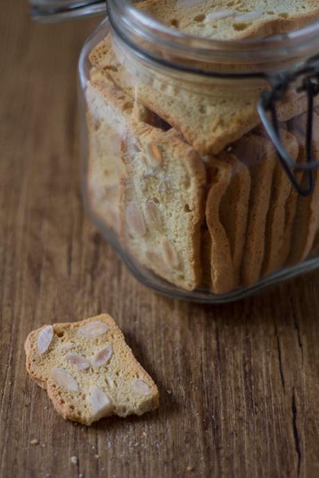 Biscotti di Albumi e Mandorle lo sfizio di fine pasto