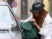 Belen Rodriguez Milano: shopping ebbrezza, multa parabrezza