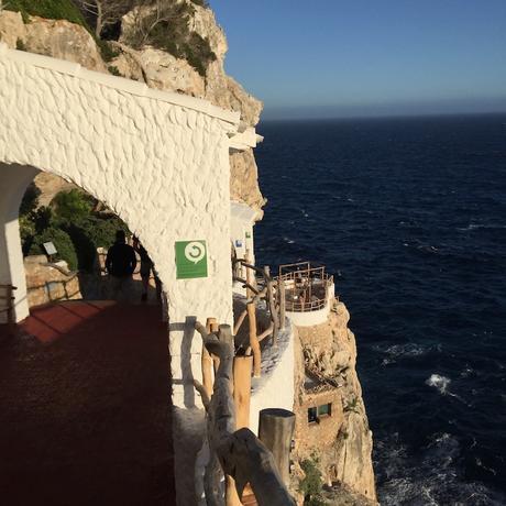 Viaggi e Lifestyle | Vacanze mare: 10 cose da fare a Minorca, La Cova d'en Xoroi