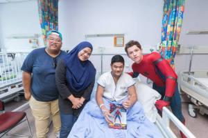 Tom Holland E Jacob Batalon Visitano Il KK Hospital