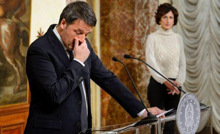 epa05660299 The Italian Prime Minister, Matteo Renzi, speaks at the Palazzo Chigi in Rome, Italy, 04 December 2016 after the referendum on constitutional reform, with his wife Angese Landini in the background. Matteo Renzi has announced his resignation...
