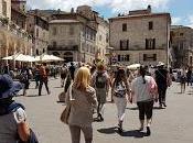 Economia italiana trascinata turismo: boom presenze straniere italiane