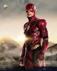 Justice League: ecco due nuove foto di Superman e Flash e la sinossi ufficiale del film!