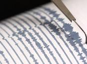 Scossa terremoto Ischia, gente strada: crollate alcune mura