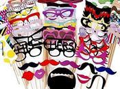 Accessori colorati: occhiali baffi labbra…