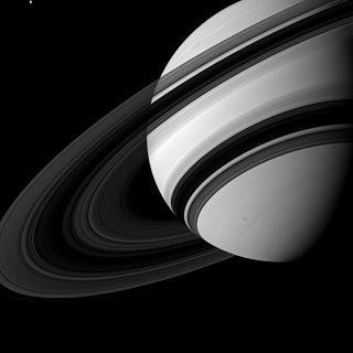 Cassini e le scoperte su Saturno le sue lune e i suoi anelli
