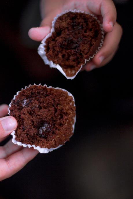 La merenda del ritorno a scuola. Muffin integrali al cioccolato. All'italiana.