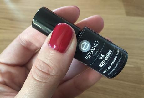 Manicure con smalto semi permanente