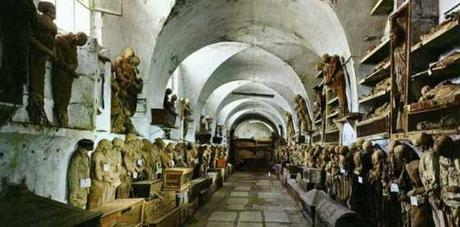 Come l'Italia celebra i morti: 3 ossuari del Sud Italia