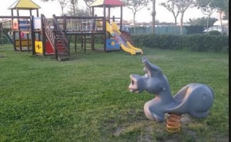 Succede in Campania: il Sindaco rinuncia alle indennità per costruire un parco giochi