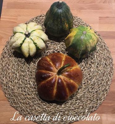 Piccole zucche di pan briosche per Halloween