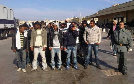 Risultati immagini per migranti a lampedusa