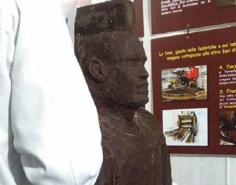 Hamsik di cioccolato, prende vita la statua del capitano